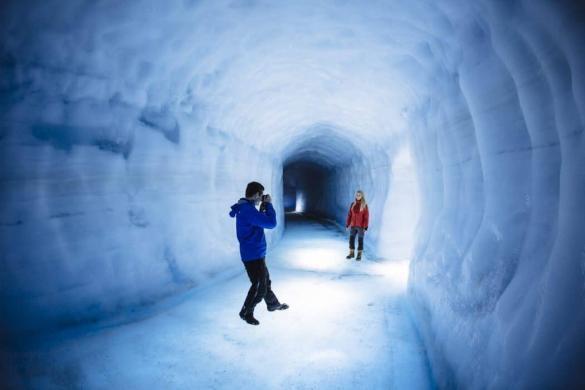Go into the glacier and discover a new world.