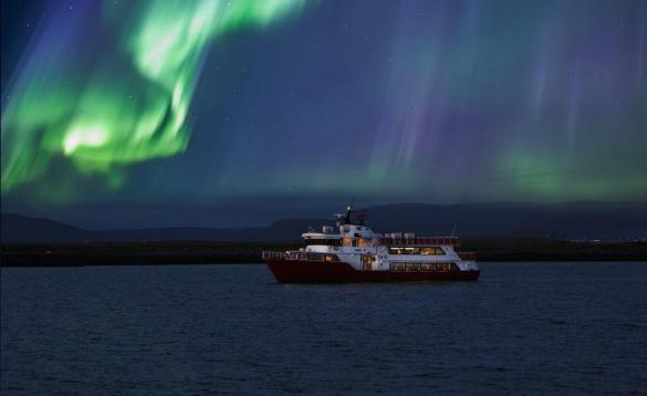 Join a northern lights tour by boat with Elding